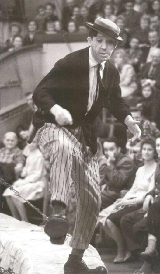 Клоун Юрий Никулин на арене цирка 17 марта 1961 года