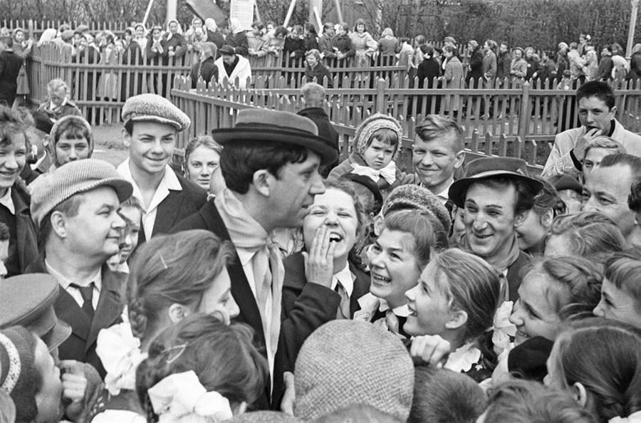 Юрий Никулин и Михаил Шуйдин во время встречи с зрителями