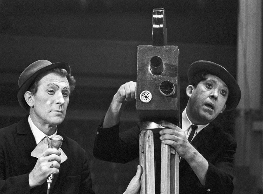 Клоуны Михаил Шуйдин и Юрий Никулин во время выступления в цирке на Цветном бульваре 25 сентября 1970 года