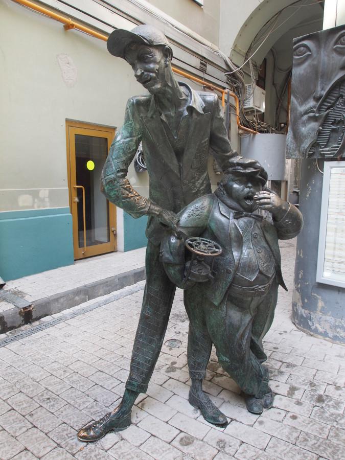 06 Памятник  Коровьеву и коту Бегемоту в Москве