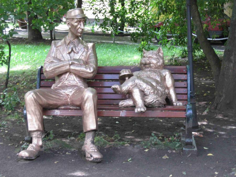 07 Памятник Коровьеву и коту Бегемоту в Москве