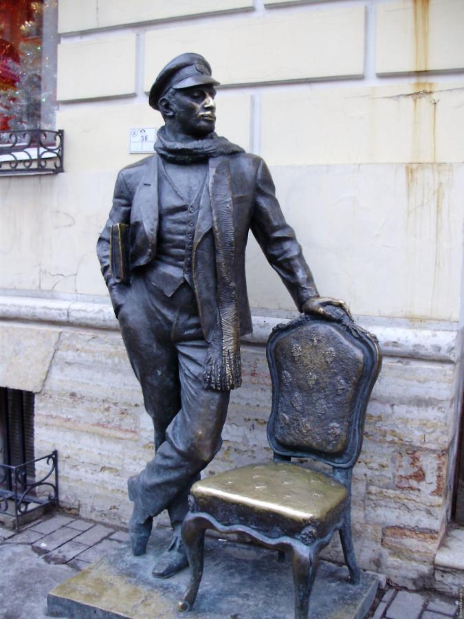 22 Памятник_Остапу_Бендеру_(Санкт-Петербург)