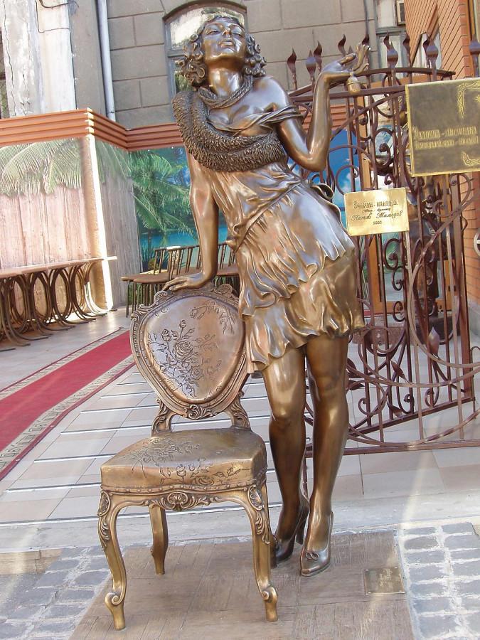 29 Памятник Эллочке Людоедке