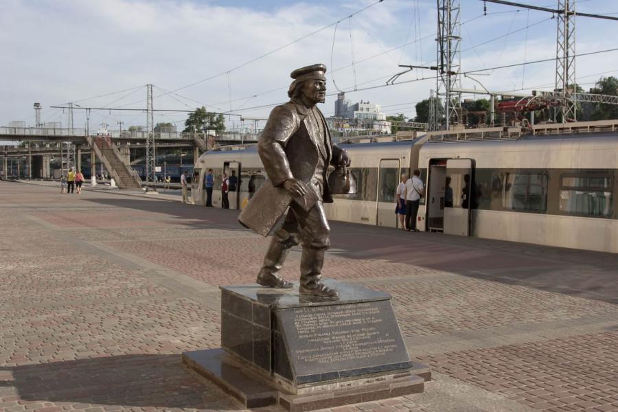 30 Памятник отцу Фёдору в Харькове