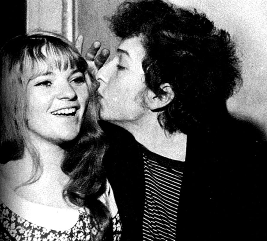 105 Боб Дилан с Даной на CBS партии в Лондоне 1965 год