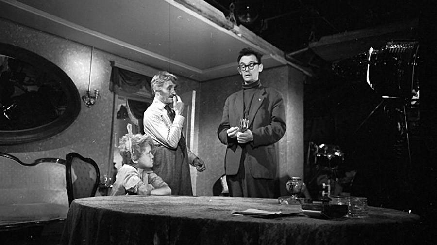 Леонид Гайдай на съемках комедии по мотивам новелл О'Генри «Деловые люди» (1962)