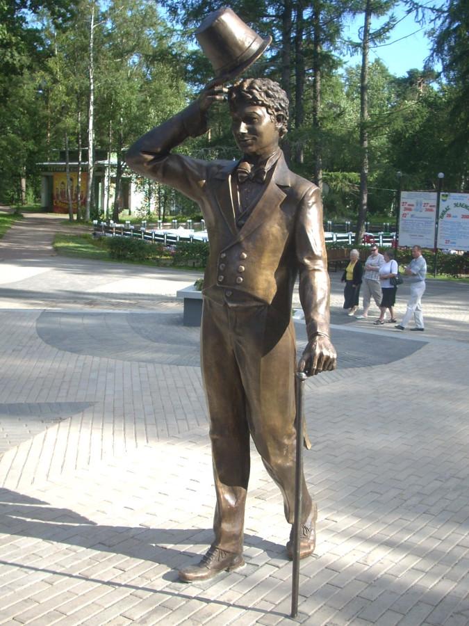 35 Памятник Георгию Вицину (Бальзаминов) в Зеленогорске