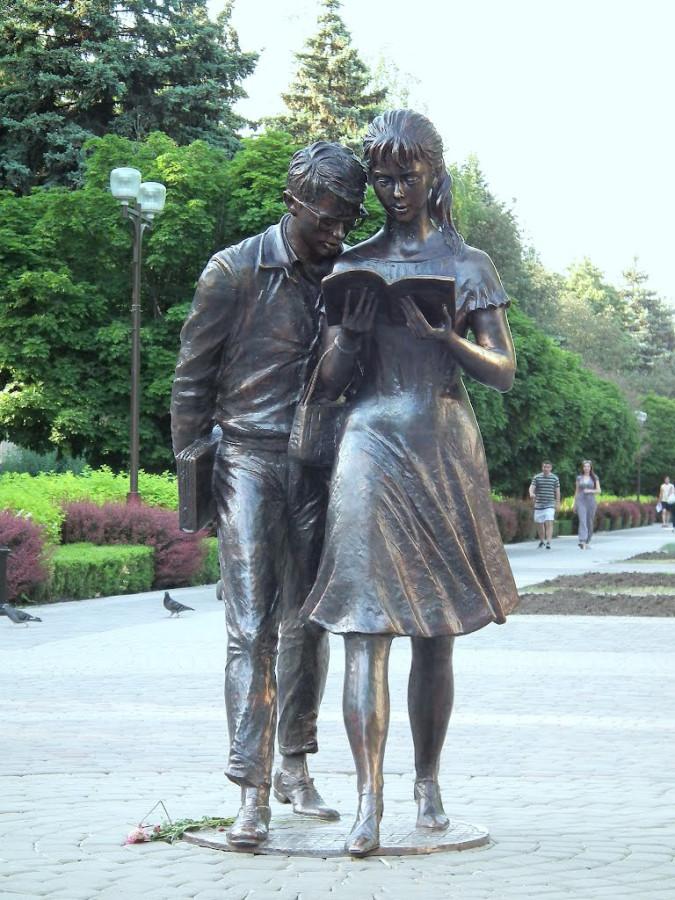 40 Памятник Шурику и Лиде в Краснодаре