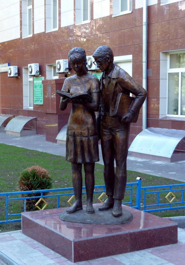 41 Памятник Шурику и Лиде в Москве