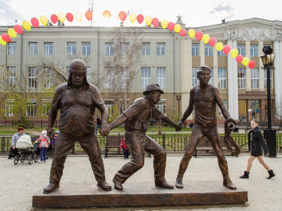 44 Памятник Трусу, Балбесу и Бывалому в Иркутске