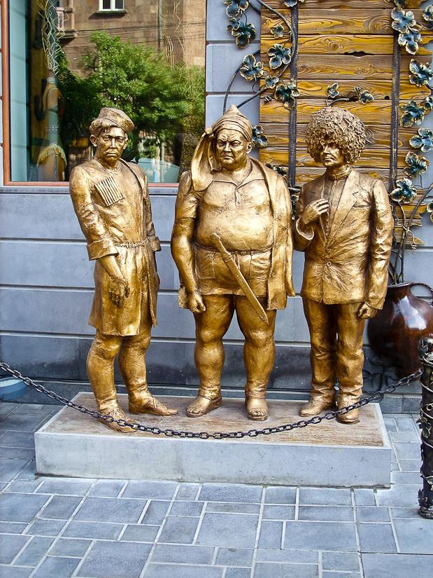 45 Памятник Трусу, Балбесу и Бывалому в Ереване
