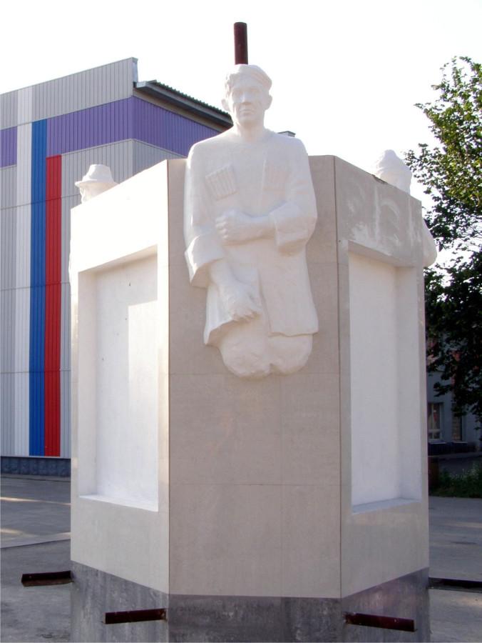 46 Памятник Трусу, Балбесу и Бывалому в селе Краснозерское