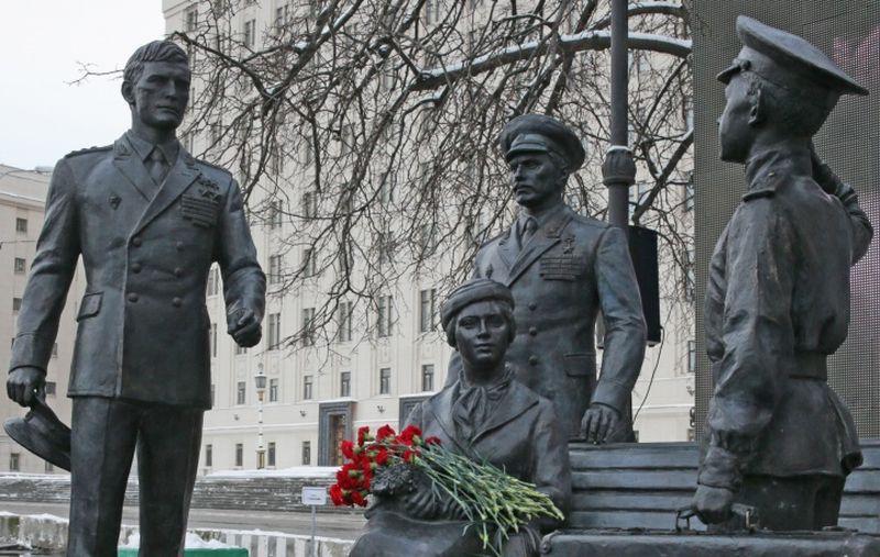48 Памятник героям фильма Офицеры