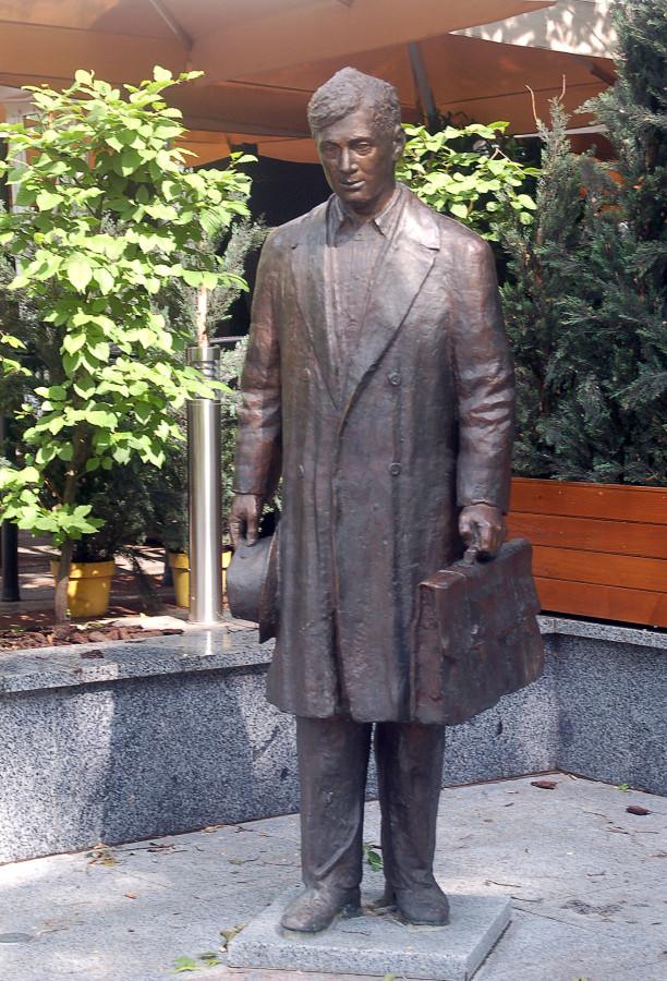 52 Памятник Юрию Деточкину в Донецке