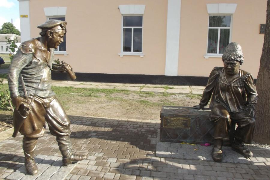 56 памятник героям фильма «Свадьба в Малиновке» под Харьковом