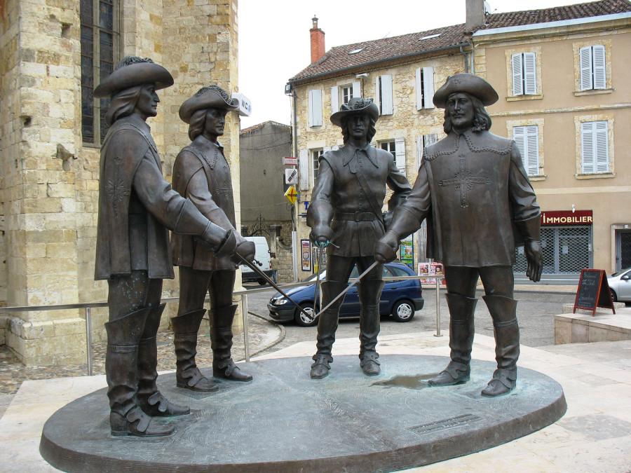57 Памятник мушкетерам в Гаскони