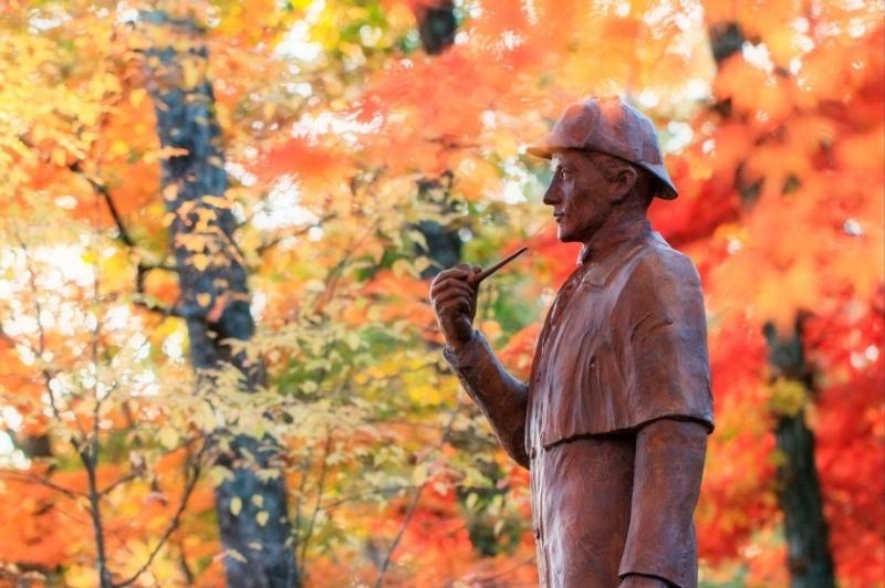 60 памятник шерлоку холмсу в Каруидзаве (Япония)