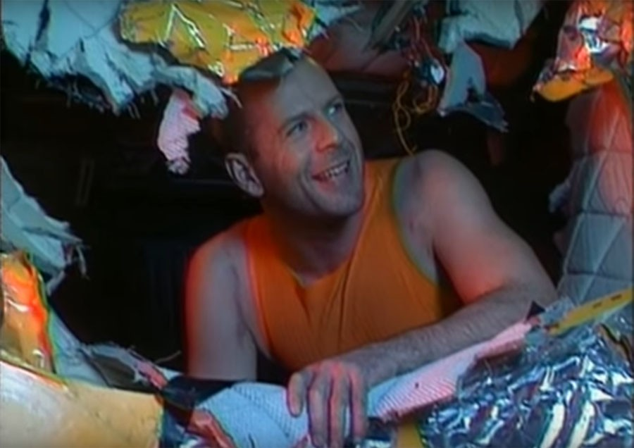 Почему Брюс Уиллис снялся в Пятом элементе в роли Корбена Далласа 104