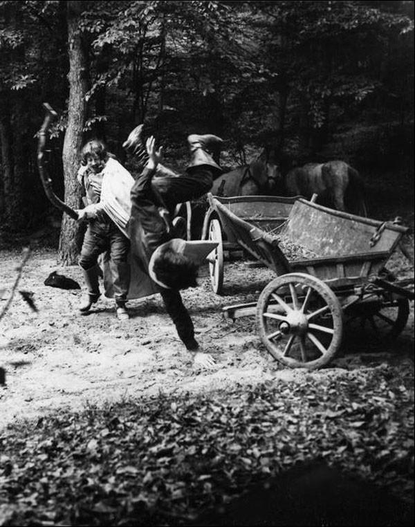 Николай Ващилин падает с телеги от удара Портоса. Эпизод - засада на Гаврской дороге.Под Львовом.1978