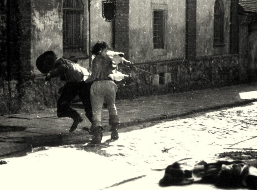 Николай Ващилин падает от удара гардой Михаила Боярского в фильме Д'Артаньян и три мушкетёра.Львов.1978