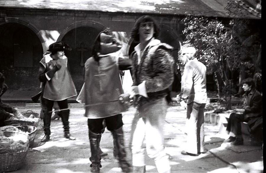 Слева - постановщик трюков Николай Ващилин обсуждает сцену драки с режиссёром Георгием Юнгвальд-Хилькевичем (справа).Дешо-Львов.1978
