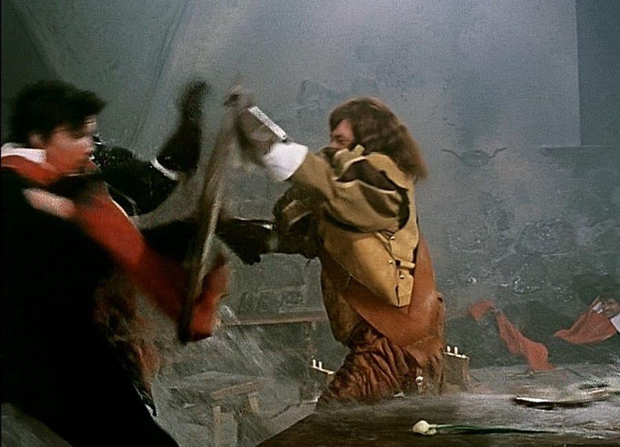 Портос запихивант гвардейца Ващилина в бочку с вином.Красная голубятня. Одесса.1978