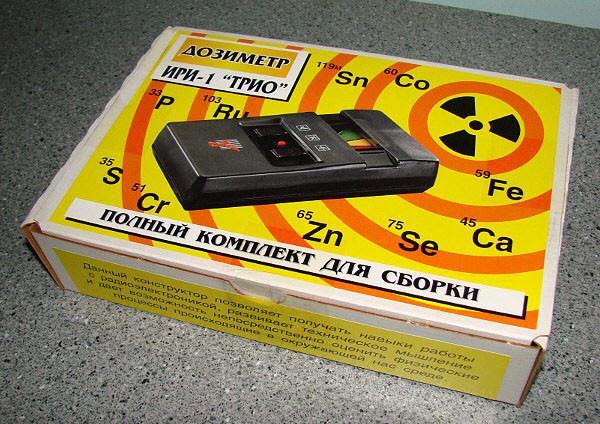 набор для сборки индикатора радиоактивности, в простонародье - дозиметра. Такие наборы предназначались для оснащения кружков в школах детского творчества