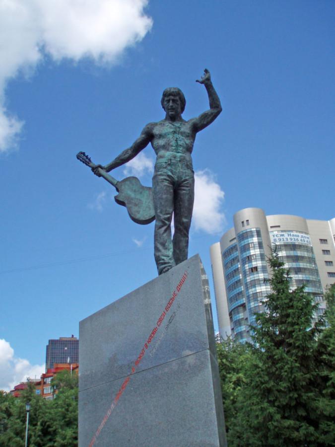 65 Памятник_Высоцкому_(Новосибирск)