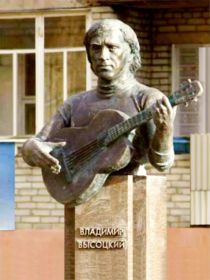 69 Памятник Владимиру Высоцкому в г.Новогрудок (Гродненская область, Беларусь)