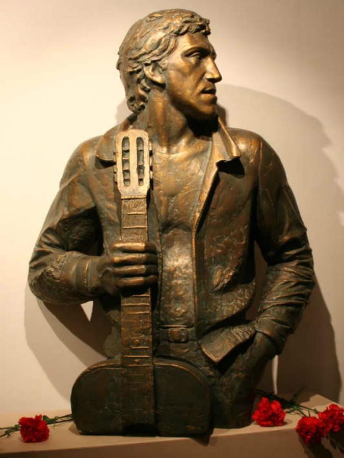 71 Памятник Владимиру Высоцкому по Нижнему Таганскому тупику, дом № 3 ГКЦМ В.С.Высоцкого в Москве