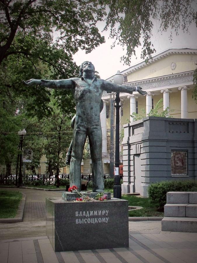 72 Памятник Владимиру Высоцкому у Петровских ворот в Москве