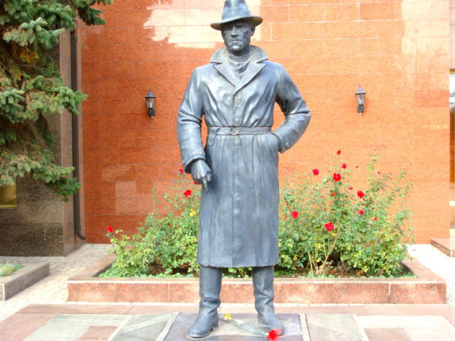 74 Памятник Владимиру Высоцкому в Мариуполе