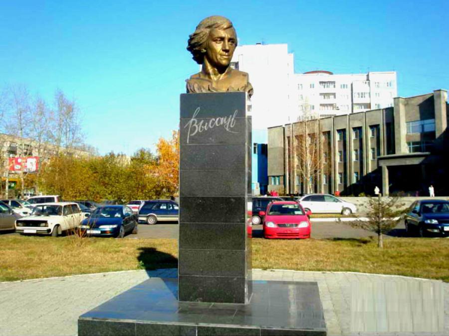 75 Памятник Владимиру Высоцкому в Барнауле