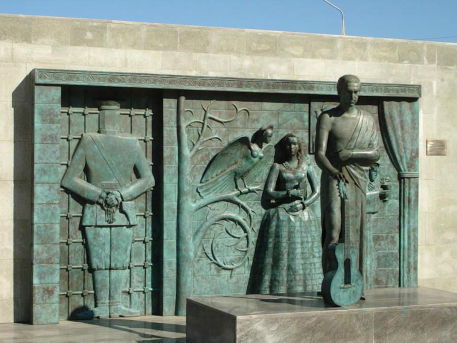 78 Памятник Владимиру Высоцкому в Самаре на площади перед городским Дворцом спорта