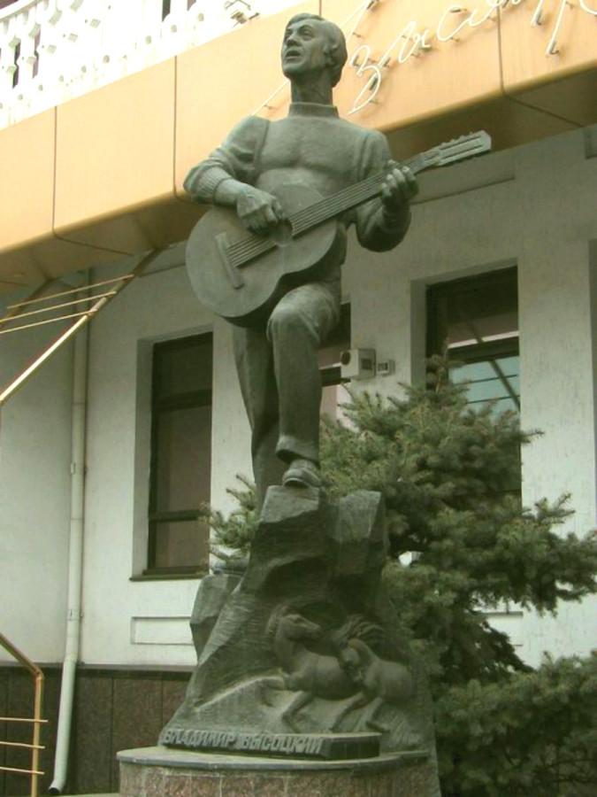 83 Памятник Владимиру Высоцкому в Мелитополе