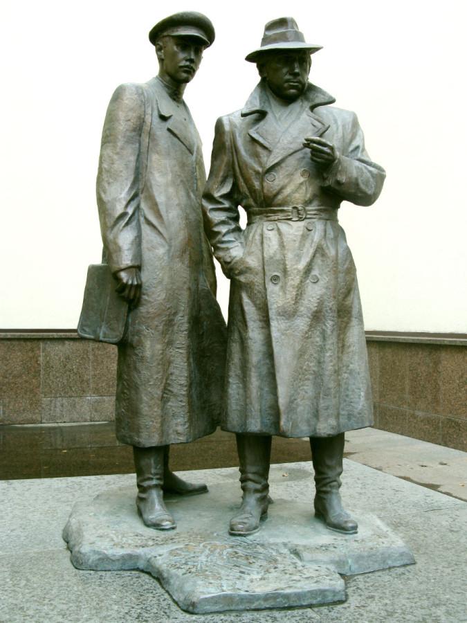 85 Памятник «Место встречи изменить нельзя» в Киеве
