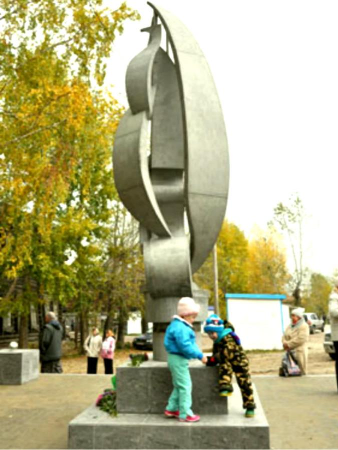 94 Памятник Владимиру Высоцкому в селе Моряковский затон Томской области