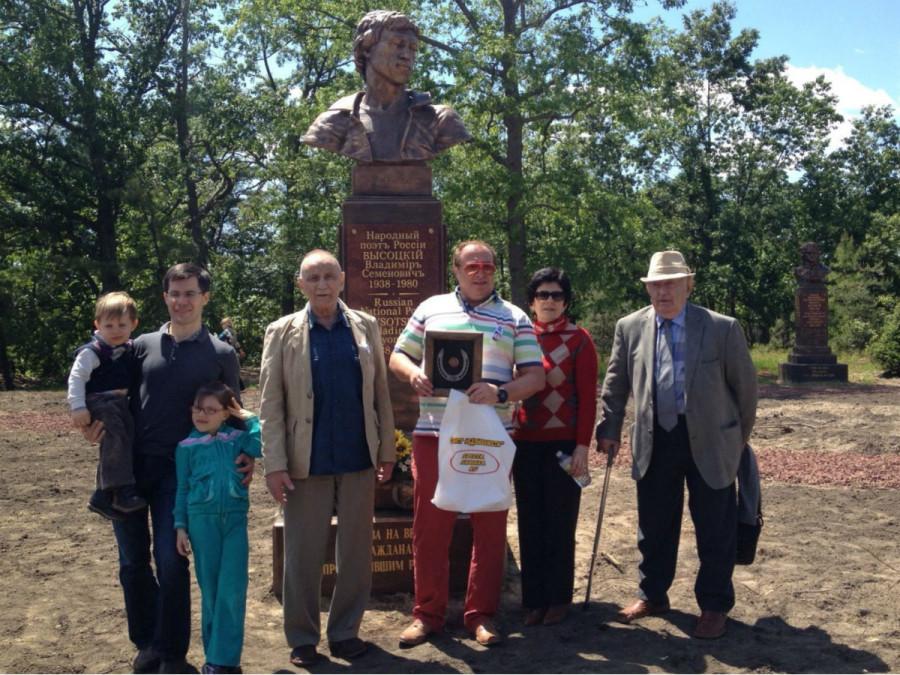 95 Памятник В.Высоцкому в «Парке Славы» на территории Русского дома «Родина» в Нью-Джерси (США)