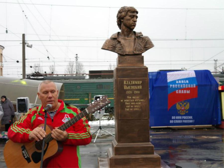 98 Памятник Владимиру Высоцкому в г.Бологое