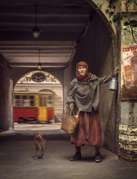 24 «Никто не знал, да, наверное, и никогда не узнает, чем занималась в Москве эта женщина и на какие средства она существовала. Известно о ней было лишь то, что видеть ее можно было ежедневно то с бидоном, то с сумкой