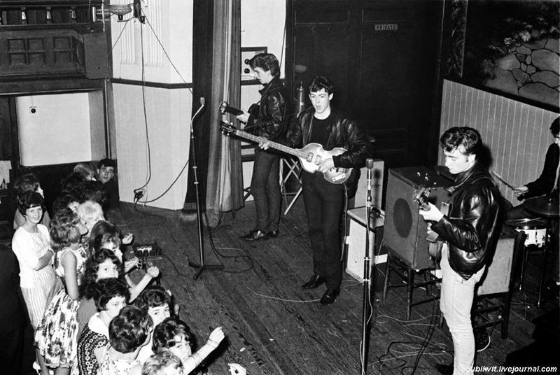01 The Beatles - первые концерты.jpg