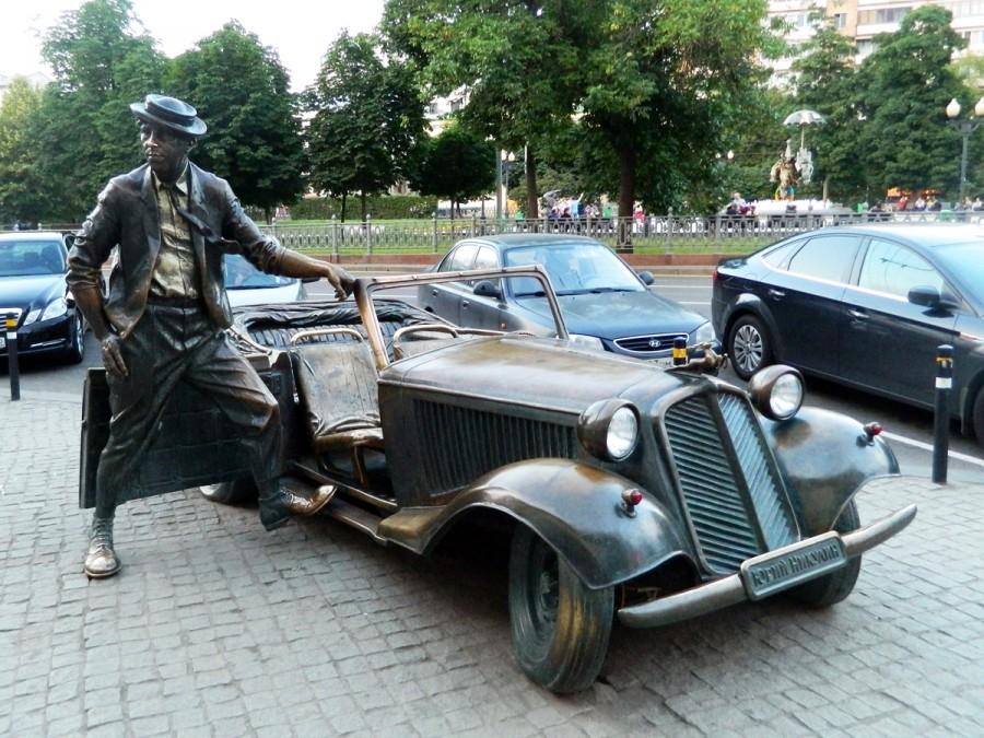 112 Памятник Юрию Никулину в Москве на Цветном бульваре