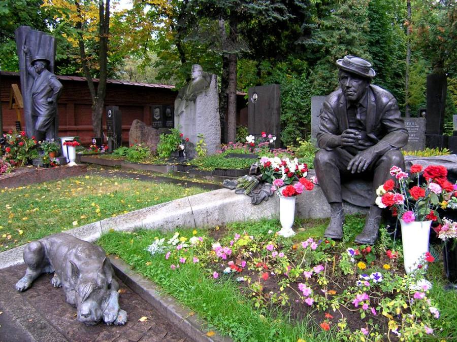 114 Памятник на могиле Никулина в Москве на Новодевичьем кладбище
