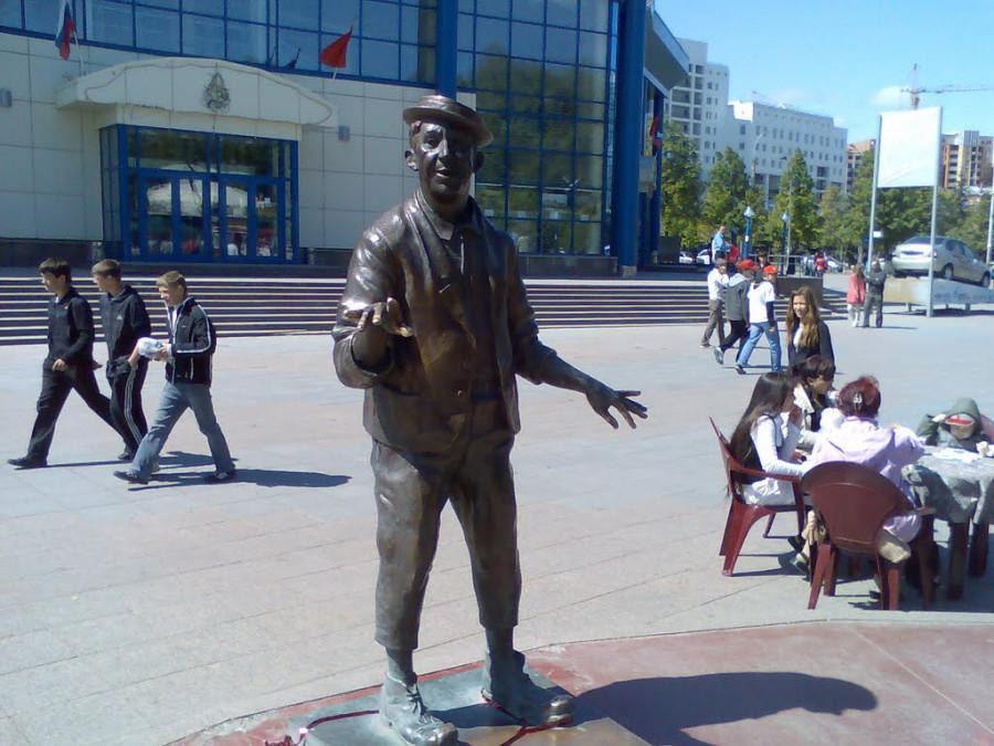 115 Памятник Юрию Никулину в Тюмени