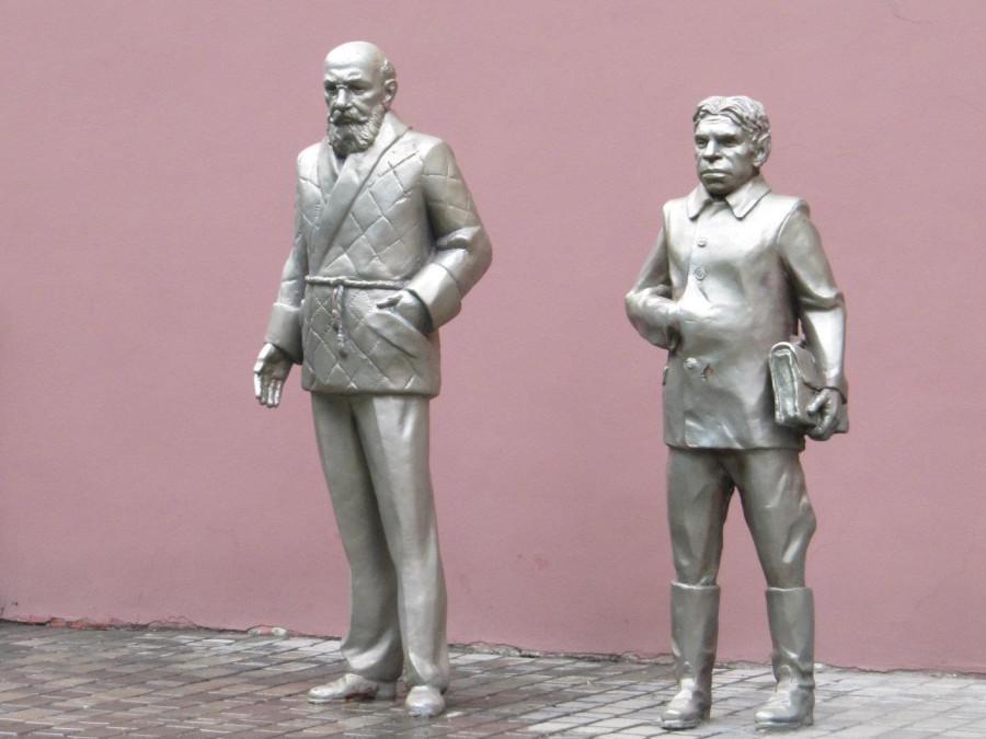 118 Памятник проф. Преображенскому и Шарикову, Харьков