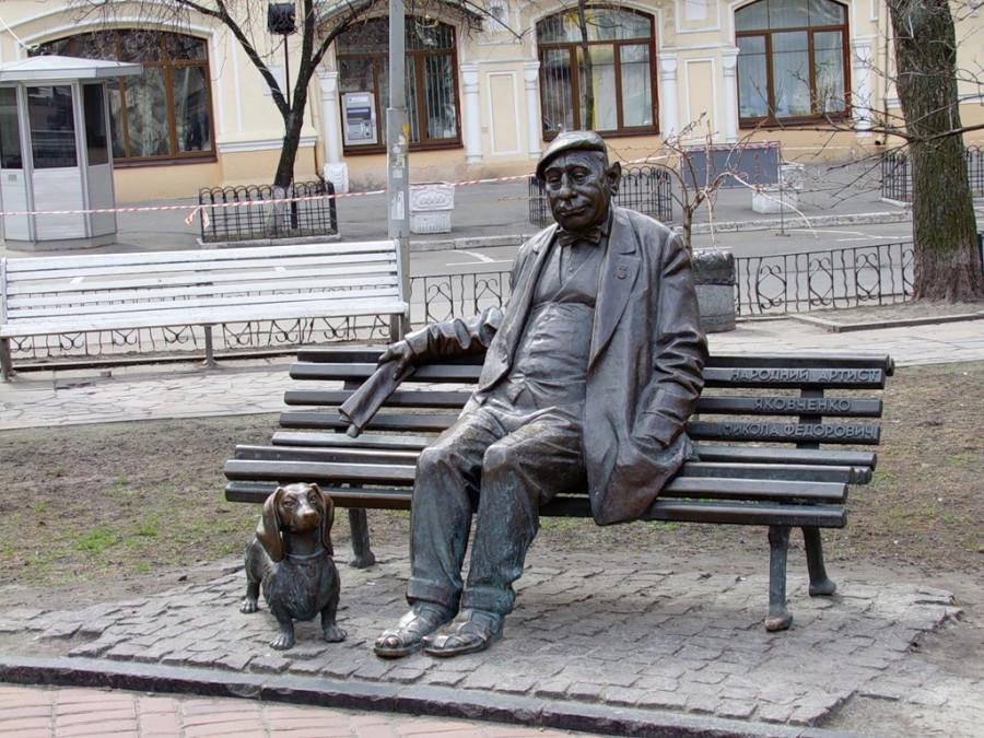 119 Памятник актеру Николаю Яковченко в Киеве