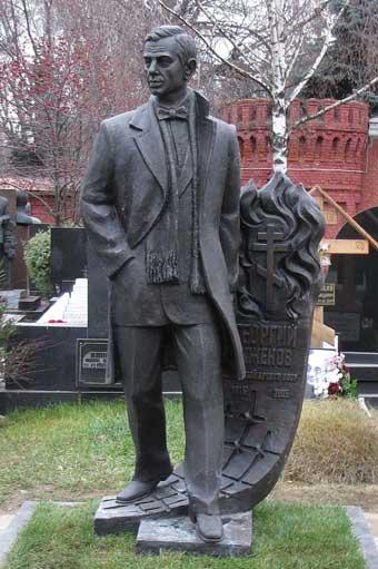 120 Памятник Георгию Жженову на его могиле на Новодевичьем кладбище