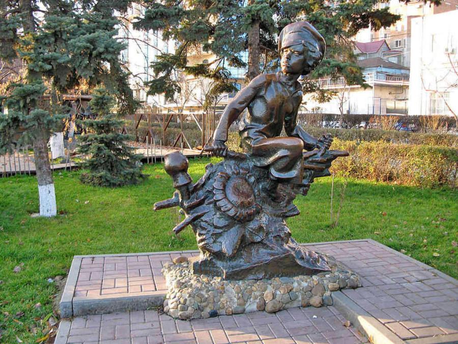 127 Памятник Нахалёнку в Ростове-на-Дону