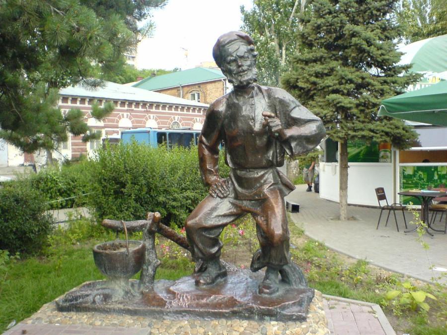 128 Памятник деду Щукарю в Ростове-на-Дону