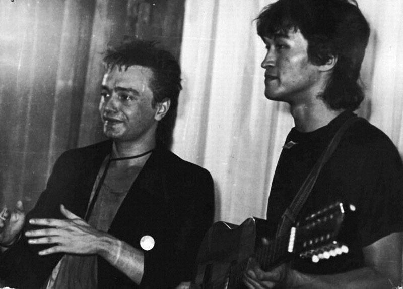 027 ! Кинчев и Цой, третий ленинградский рок-фестиваль, 1985.jpg